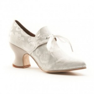 So they're not glass, but who wants to go clomping around in glass shoes anyway? These are more true to the period and the non-magic versions of the story (like one o fmy favorites—The Rose and the Slipper). American Duchess Historical Footwear has other pretty things as well.